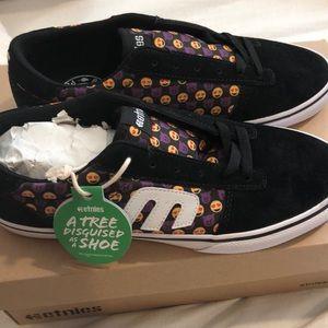 Etnies emoji brand new never worn shoes